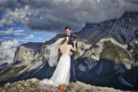 Dramatic wedding above mtn lake